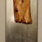 Warum hast du mich verlassen (Fliesen, Holz, Stein, Metall, 35x210x28 cm)